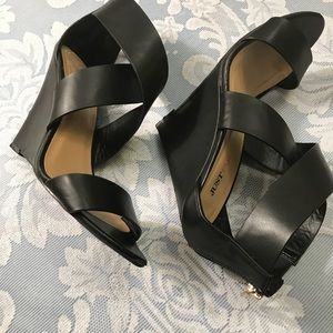 Just Fab wedge shoes size 9